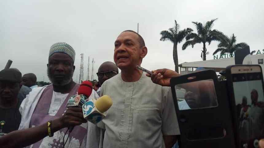 Ben Bruce speaking to newsmen during the National Assembly DSS shutdown