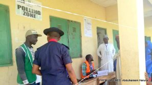 At Gobirawa/Sabongari, confused officials seen making frantic calls over wrong voters register