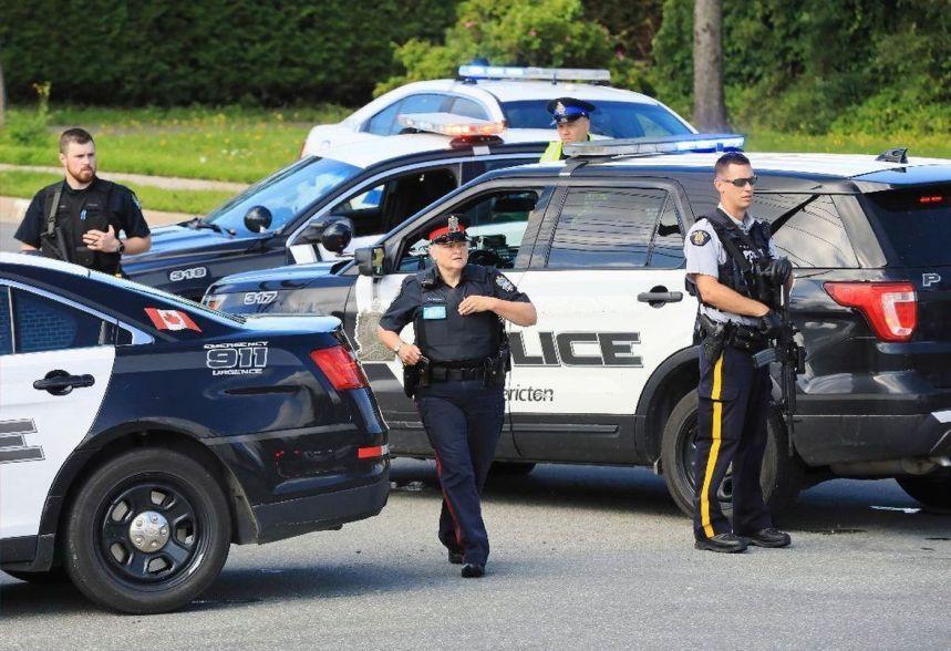 Canadian police officers [photo: NY Daily News]
