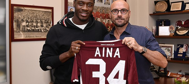 Foto LaPresse - Fabio Ferrari 13 08 2018 Torino (Italia ) Sport ESCLUSIVA TORINO FC Torino Fc - Ola Aina nuovo giocatore del Torino Fc. Nella foto:Ola Aina con Gianluca Petrachi Photo LaPresse - Fabio Ferrari August 13, 2018 Turin ( Italy ) sport EXCLUSIVE TORINO FC Torino Fc - Ola Aina new player of Torino Fc. in the pic:Ola Aina, Gianluca Petrachi