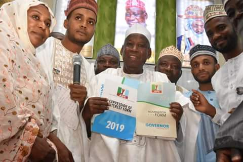 Kano State Governor, Abdullahi Ganduje receiving the nomination form from the groups