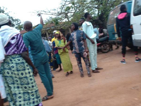 Caption: Panic in Orolu LGA over thugs invasion. Ifon Residents afraid to proceed to Polling units.