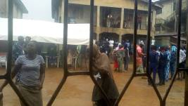 Voters cueing up and voting under heavy rain at PU17, Ward 5 in Oshogbo