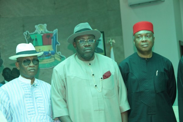 Bayelsa State Governor, Hon. Seriake Dickson (M), flanked by his Deputy, Rear Admiral Gboribiogha John Jonah (Rtd)(L), and visiting Senate President and PDP Presidential Aspirant, Dr. Abubakar Bukola Saraki, shortly after a courtesy visit by the Senate President to Government House, Yenagoa, for consultation, ahead of the PDP primaries. Photo by Michael Owi.