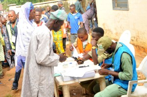 A Elderly voter being accredited, at Sekonanear Ife, during the 2018 Osun state Governorship Election on Saturday (22/9/18). 05010/23/9/18/Timothy Adeogodiran/JAU/NAN