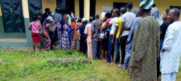 8:19am, PU 005, Ward 02, Ipetu-Ile, Baptist Primary School, Obokun LG, voters on the queue to vote.