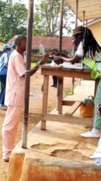 Ede South LGA: Ward 4, PU005 9:00am. Card read could not recognise another voter with a slightest time. At 9:02am, someone else is also their being attended to. His fingers too were not recognised easily. At 9:03am, another woman is there, with her fingers not easily recognised. Even though voters have been informed to make sure their fingers are clean, but the card reader still persists on its unrecognizing state. At 9:06am, neither voter is being attended to, with the same condition. But they're all getting the due attention