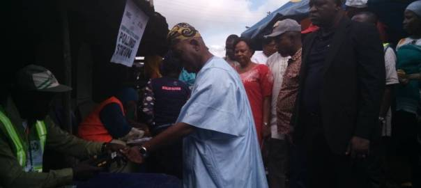 (10:08am) At PU 12 , Ward 4, Isedo 1, One of the APC leader, Bisi Akande, arrives to cast his vote.