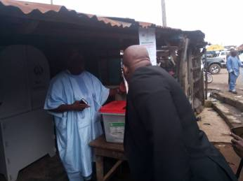 (10:10am) At PU 12, Isedo1, ward 4, the prominent APC leader, Bisi Akande, currently casting his vote.