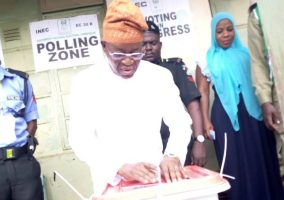 At 10:18am, Gbeyega Oyetola finished the casting of vote with wife at PU2, Ward 1, LA Primary School, Boripe LG