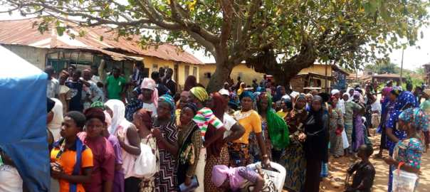 Odò Otin Local Government Area. Image 2 - 1:33pm, PU 002, RA 03, NYSC bus stop, Igbaye, there are still large turn out of voters who are yet to exercise their franchise, they've remained resolute to cast their votes even under the sun.