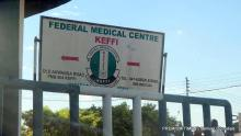 The signpost at the main entrance of the Federal Medical Centre, Keffi. It was first built as a general hospital in 1957 by the government of Defunct Northern Nigeria, and became FMC in 2000. (October 30, 2018) Credits: Samuel Ogundipe/Premium Times.