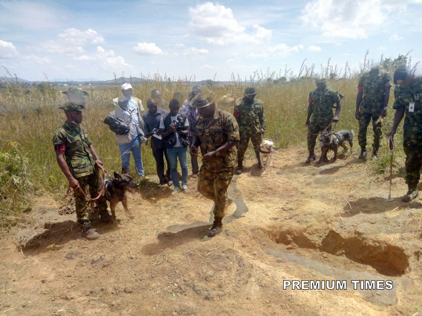 Nigeria Army personnel on the grave site