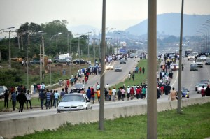Members of Islamic sect, shi'ite turning back after sighting Security men on Abuja-Zuba Expressway in Abuja on Monday (29/10/18). 05383/29/10/2018/Anthony Alabi/JAU/NAN