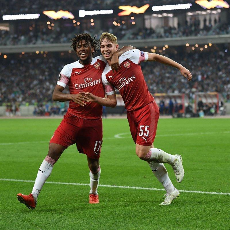 Iwobi celebrates his goal with teammate