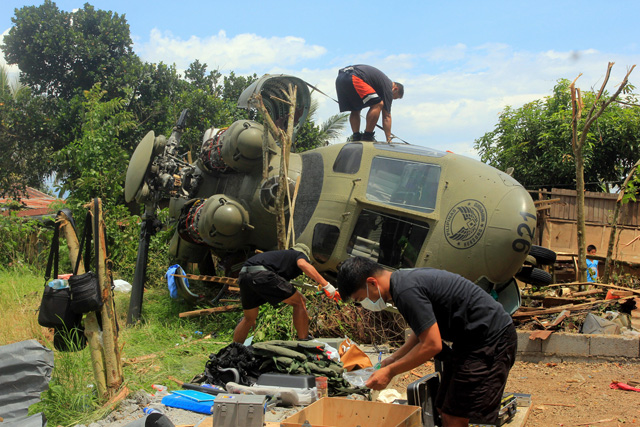 12 hurt as Philippine Air Force helicopter crash-lands [Photo: ARGS]