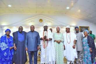 Ooni hosts former President Mahama of Ghana