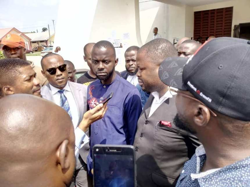 Mr Utitofon Ukpong, in the middle (on a blue wear), shortly after he was geanted bail by the court in Uyo