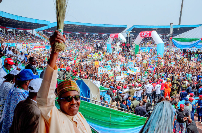 President Buhari campaigning in Delta State. [PHOTO CREDIT: Official twitter handle of President Buhari (Presidency)]