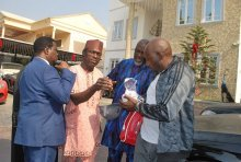 Dino Melaye surrendering to the Nigeria Police
