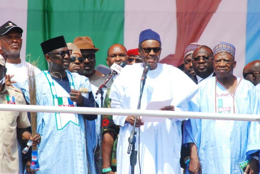 President Muhammadu Buhari (2nd R); Gov. Abubakar Bello of Niger State (2nd L), and Senator representing Nasarawa West Constituency, Abdullahi Adamu, addressing party supporters, during All Progressives Congress (APC) Presidential Campaign rally in Minna on Saturday (19/1/19). 00658/19/1/2019/Aminu Garko/NAN