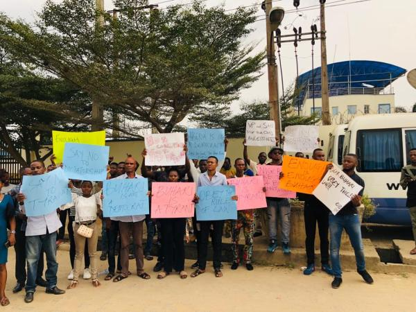 Protesters asking for the reinstatement of  CJN, Walter Onnoghen