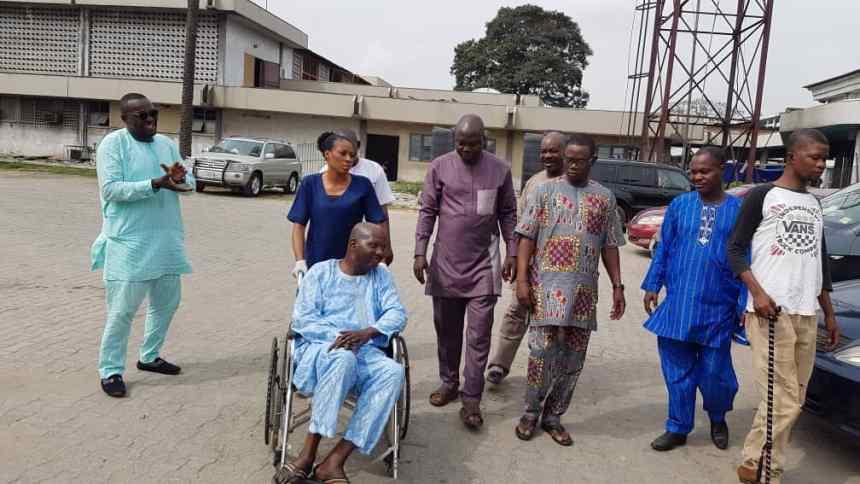 Baba Suwe on way to hospital