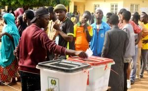 Voters voting at the Nomadic Primary School, Polling Unit , Esu Palace Polling both Bwari Area Council, during the FCT Area Council at Bwari Area Council in Abuja on Saturday (9/03/19). 02037/9/3/2019/Sumaila Ibrahim/JAU/NAN