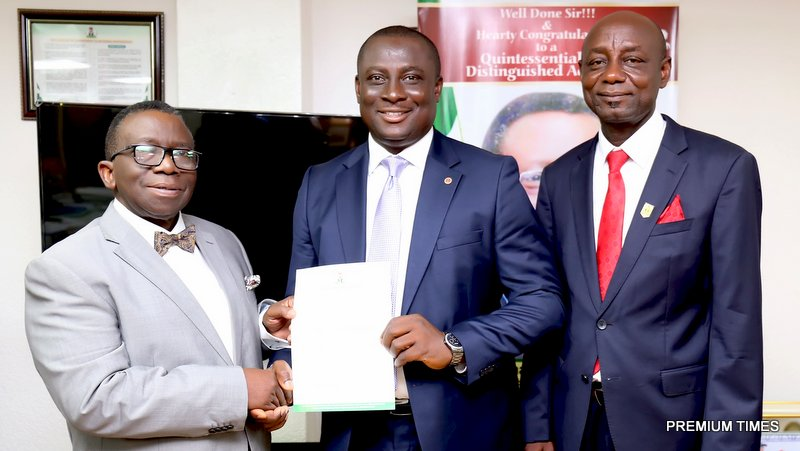 (L-R), THE HON. MINISTER OF HEALTH,PROF. ISAAC ADEWOLE, HANDLING OVER LETTER OF APPOINTMENT TO THE NEWLY APPOINTED CHIEF MEDICAL DIRECTOR,UNIVERSITY OF CALABAR TEACHING HOSPITAL,CALABAR,CROSS RIVERS STATE, PROF. IKPEME AND DIRECTOR, HOSPITAL SERVICES (FMOH),DR. JOSEPH AMEDU, IN HIS OFFICE.