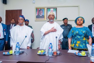 Nigeria's new interior minister, Rauf Aregbesola, on Wednesday visited the ministry a few hours after the cabinet inauguration by President Mohammadu Buhari. [PHOTO CREDIT: Official twitter handle of Aregbesola]