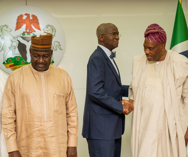 Hon. Minister of Works & Housing, Mr Babatunde Fashola,SAN(middle), Minister of State in the Ministry, Engr. Abubakar Aliyu (left), and Chairman, Board of Directors of the Federal Mortgage Bank of Nigeria (FMBN), Dr. Adewale Adesoji Adeeyo (right) during a courtesy visit by the Board of Directors of the Bank at the Ministry of Works & Housing, Headquarters on Thursday, 29th August 2019.
