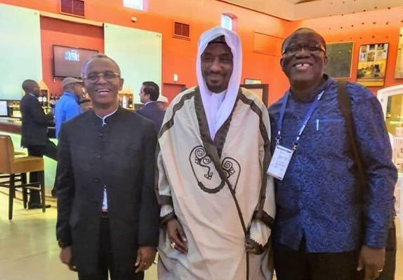 L-R: Kaduna State governor Nasiru El-Rufai, Emir of Kano State HRH Sanusi Lamido and, Governor of Ekiti state Kayode Fayemi in South Africa. [PHOTO CREDIT: Twitter.com]