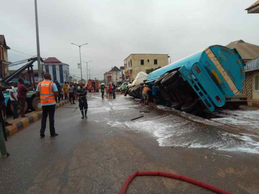 Onlookers and first responders at the scene of Petrol tanker accident in Anambra
