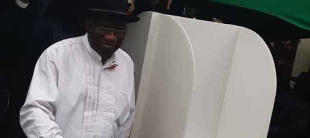 AM President Goodluck Jonathan (2010-2015) and his wife, Patience, arrived the PU 39, Ward 13 of Ogbia LGA.