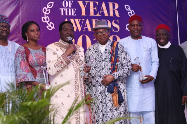 Dr Onyishi (second right) during the award ceremony