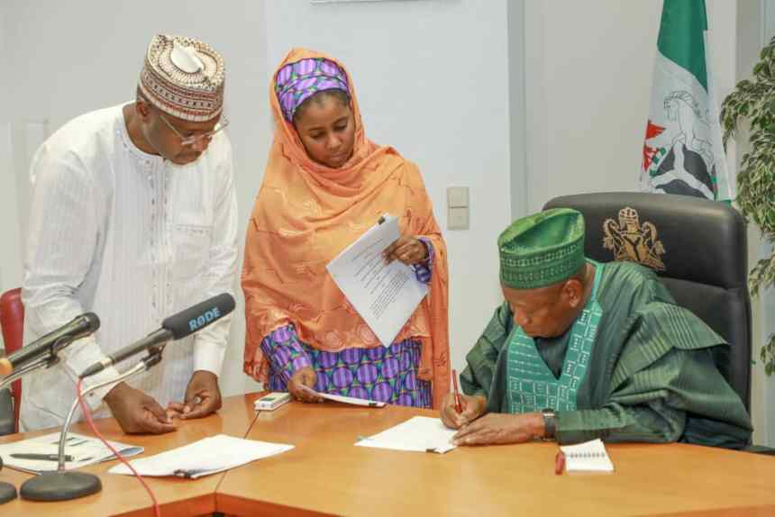 Ganduje signing the Kano transmission line agreement