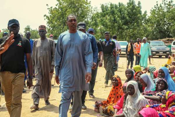 Governor Babagana Zulum of Borno state distributing food and non-food items to 19,000 displaced households on Tuesday at Gajiram, headquarters of Nganzai Local Government Areas of the state. [PHOTO CREDIT: Official Twitter handle of Mr. Zulum]