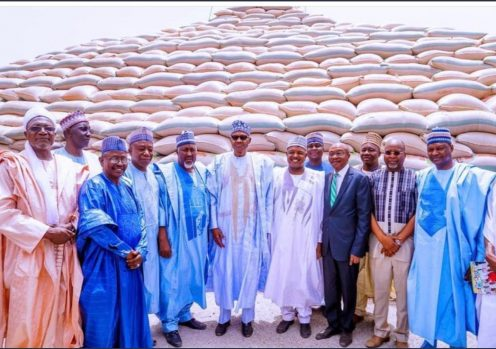 President Muhammad Buhari flanked by Kebbi state governor, Abubakar Guwudu and other officials