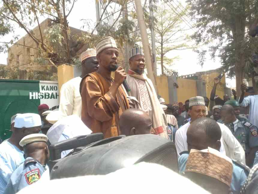 Youth stormed the Kano Hisbah office on Wednesday over an alleged blasphemy song against the Holy Prophet Muhammad
