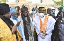 Bauchi governor joins other worshippers for Jumat