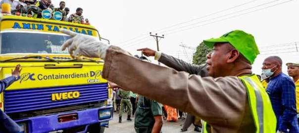File photo: Governor Ganduje intercepting lockdown defaulters in Kano
