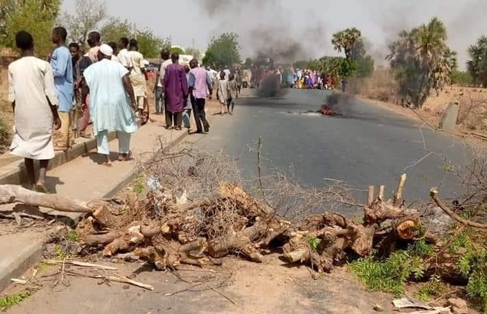 Katsina community protest repeated attacks by bandits, block highway