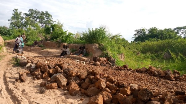 Residents 'reparing' the bad road