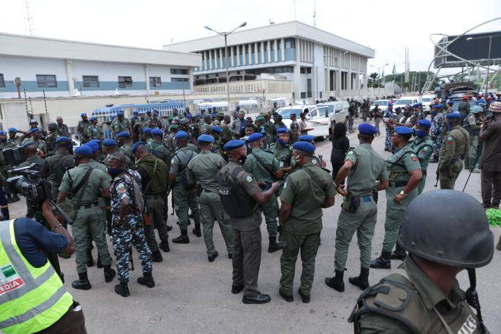 Nigeria Police Officers [PHOTO: TW @SaharaReporters]