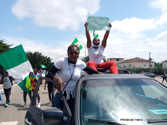 Protesters barricade Wuse Market in Abuja