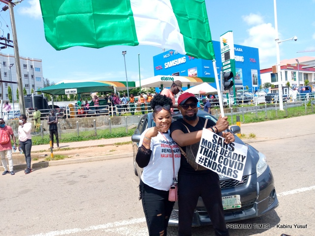 #EndSARS Protesters barricade Wuse Market in Abuja