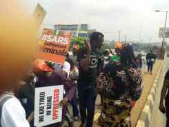 #EndSars: Lagos Protesters moving through Secretariat-Allen Avenue Saturday morning.