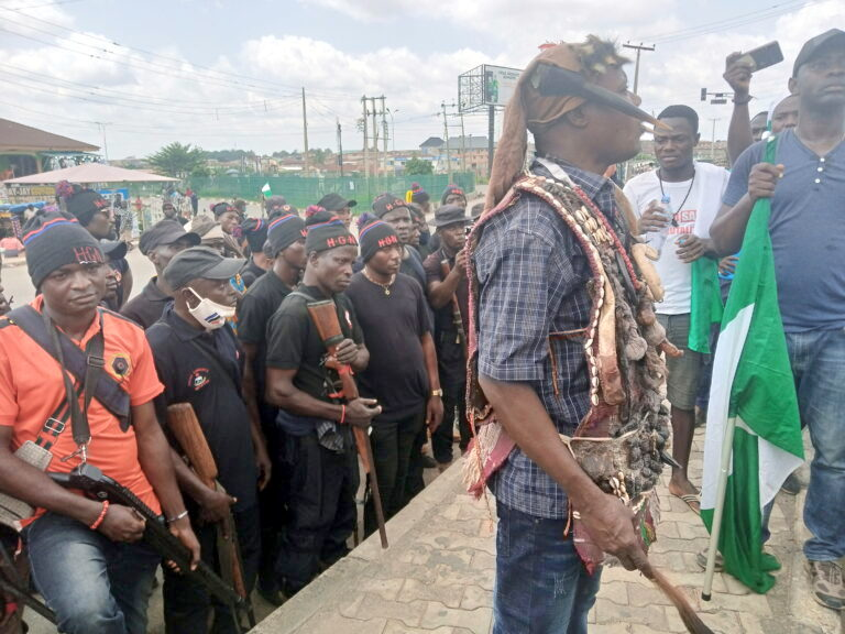 Hunters join #EndSARS protest in Osogbo to prevent thugs infiltration
