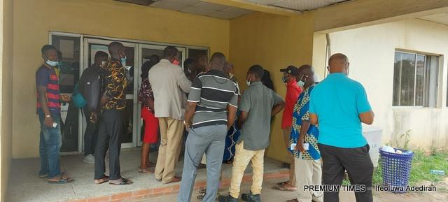 NIN Enrollment: Applicants stranded as Anambra NIMC office shuts gate – Official