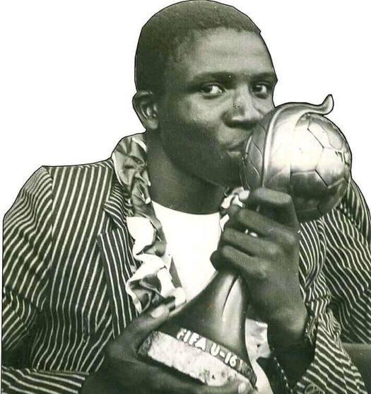 Nduka Ugbade after leading Nigeria to win the 1985 U-16 World Cup (1)
